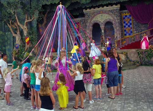 maypole-and-may-queen