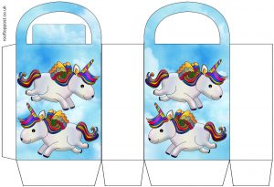 Pretty gift bag picturing two unicorns in the sky, free for parents to print for their children.